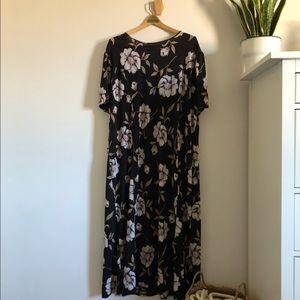 Asos Curve 24W Maxi Black Floral Dress